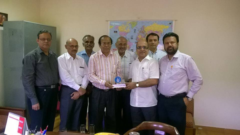 Shah Alamgir, Director General, Press Institute of Bangladesh, handed over a crest to Director and Editor, Press Institute of India (PII) Mr. Sashi Nair at Chennai on 28 June 2016. A team of PIB consists Mr. Abul Kalam Azad, MD & Chief Editor, BSS, Mr. Monjurul Ahsan Bulbul, CEO & Chief Editor, ETV and Mr. Shyamal Dutta, Editor, Dainik Bhorer Kagoj visited PII, Chennai under the project 'Linking PIB with other Foreign Institutions.